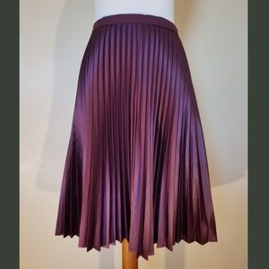 NWT! Vince Camuto Silky Pleated Skirt